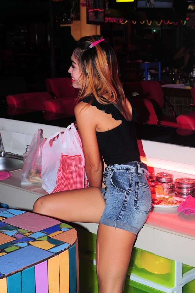 Pattaya bar girls dancing