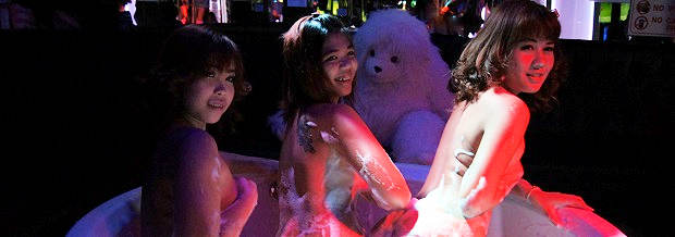 pattaya walking street go go dancers