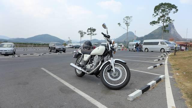 Yamaha SR400 at Silverlake