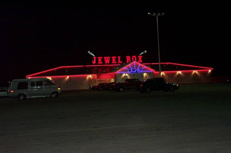 Dupage strip club can be razed for road widening