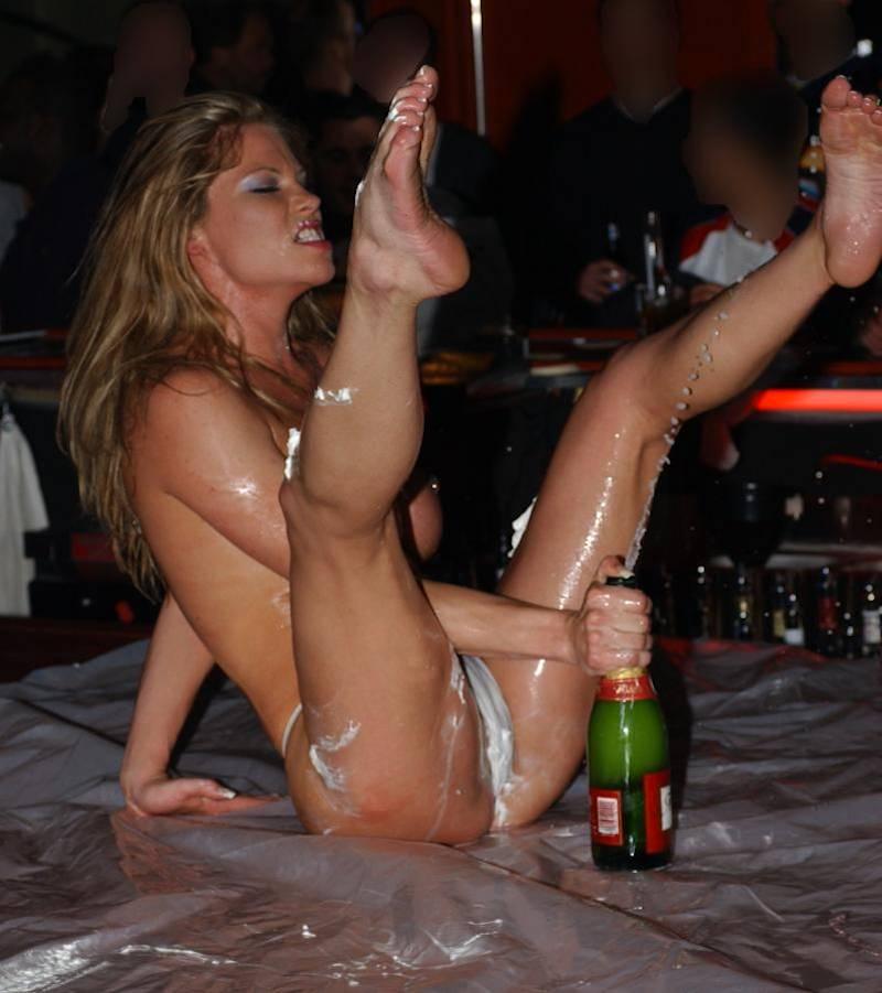 Leah Layne je spektakularna na odru kot zabavna zabava-6126